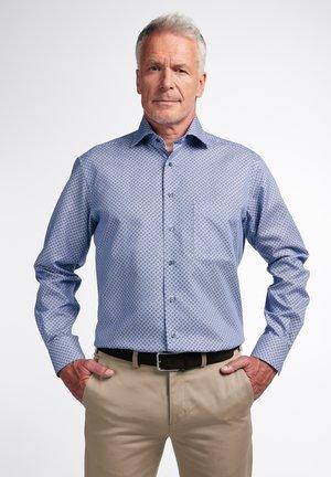 COMFORT FIT - Overhemd - blau/weiß