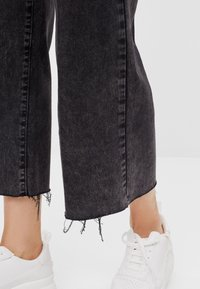 Bershka - Jeans Straight Leg - black denim - 3