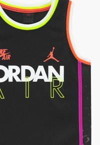 Jordan - SCHOOL OF FLIGHT - Top - black - 3