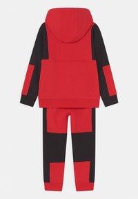 Nike Sportswear - AIR SET UNISEX - Chándal - university red - 1