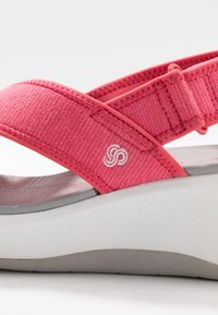 Cloudsteppers by Clarks - STEP CALI COVE - Platform sandals - berry - 2