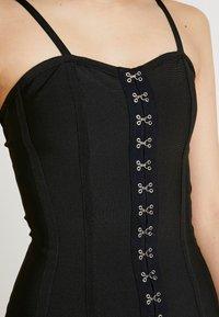 Missguided - PREMIUM BANDAGE HOOK AND EYE MINI DRESS - Shift dress - black - 5