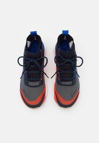 adidas Performance - TERREX FREE HIKER GORE-TEX - Fjellsko - grey six/bold blue/legend ink - 3