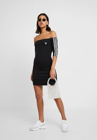 adidas Originals - ADICOLOR OFF SHOULDER DRESS - Etui-jurk - black - 1