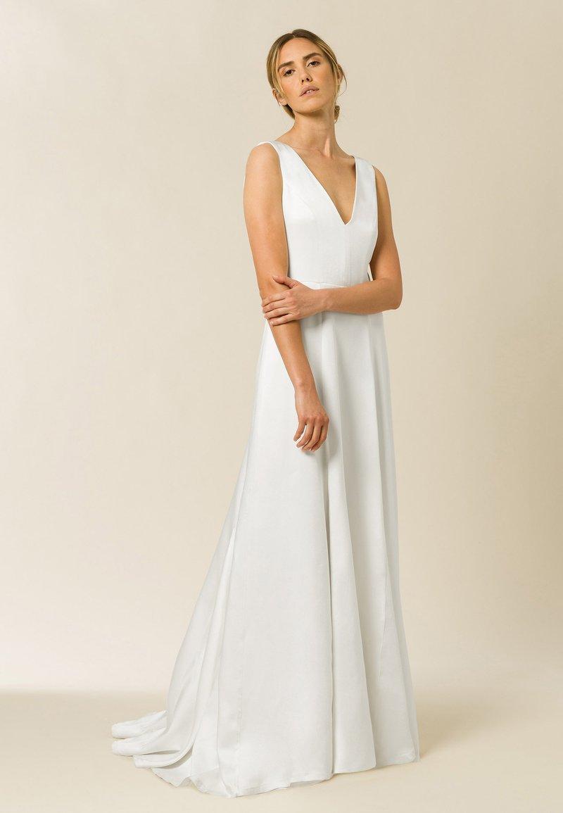 IVY & OAK - Společenské šaty - pearl