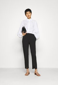 IVY & OAK - BLOUSE WITH BIG SLEEVE - Button-down blouse - bright white - 1