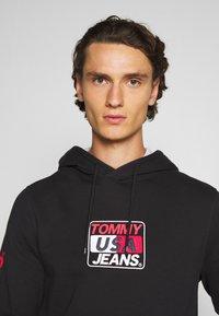 Tommy Jeans - ESSENTIAL GRAPHIC HOODIE - Sweat à capuche - black - 3