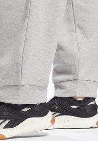 Reebok - Tracksuit bottoms - medium grey heather - 5