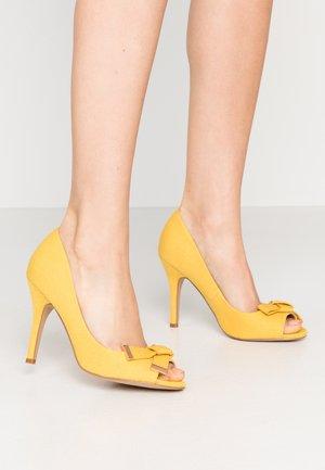 CELESTIA - Spuntate alte - yellow
