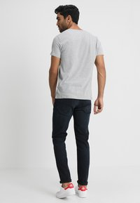 Tommy Jeans - ORIGINAL REGULAR FIT - Basic T-shirt - light grey heather - 2
