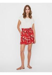 Vero Moda - Shorts - goji berry - 1
