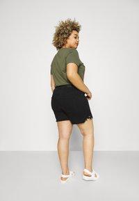 Vero Moda Curve - VMNINETEEN - Shorts di jeans - black - 2