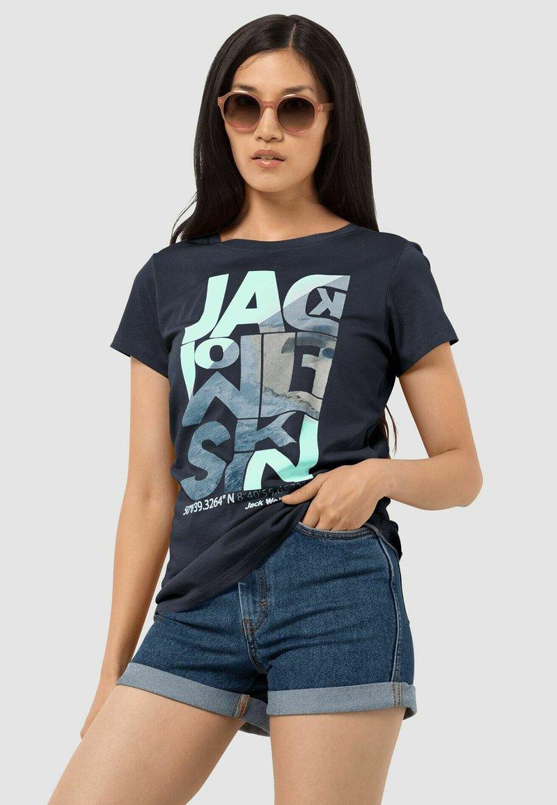 Jack Wolfskin - NAVIGATION - Print T-shirt - midnight blue