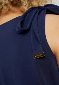 MICHAEL Michael Kors - TIE SHOULDER MIDI - Jersey dress - true navy - 5