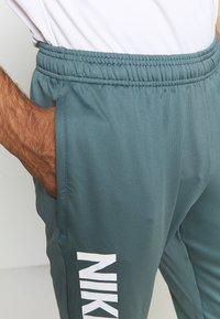 Nike Performance - FC PANT - Teplákové kalhoty - hasta/white - 3