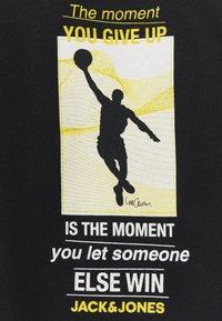 Jack & Jones - JCOLEGENDS STATEMENT TEE CREW - Print T-shirt - black - 2