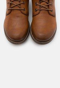 Rieker - Ankle Boot - cayenne/wood/kastanie - 5