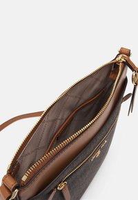 MICHAEL Michael Kors - JET CHARM FLAT XBODY - Across body bag - brown/acorn - 3