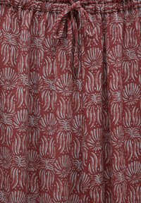 PULL&BEAR - MIT PRINT - Trousers - red - 6