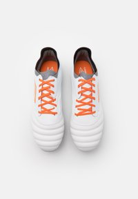 Umbro - TOCCO PREMIER FG - Moulded stud football boots - white/carrot/frost gray - 3