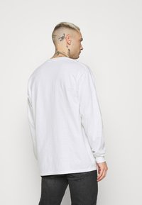 Mennace - UNISEX SYMBOL - Long sleeved top - white - 2
