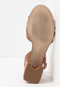 Maripé - Sandals - kissa caramello - 6