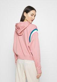 Nike Sportswear - HOODIE - Hoodie - rust pink/white - 2