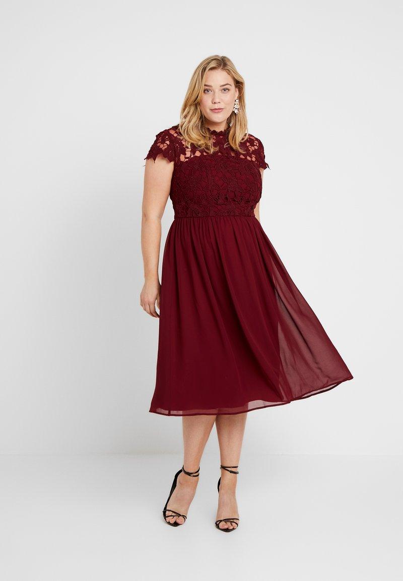 Chi Chi London Curvy ELLA LOUISE DRESS - Cocktailkleid/festliches Kleid - wine asjoey dress/bordeaux BI19aH