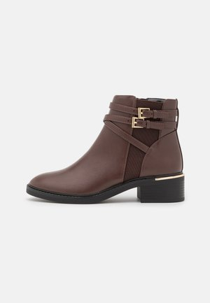MINKIE MULTISTRAP CLIP CHELSEA - Ankle boots - choc