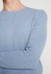 TOM TAILOR DENIM - ZIGZAG STRUCTURED CREWNECK - Jumper - soft light blue melange - 5