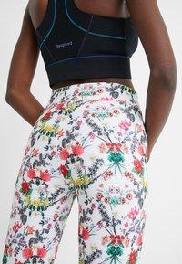 Desigual - EDEN LONG - Pantalon en cuir - white - 4