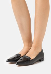 Clarks - LAINA LOAFER - Loaferit/pistokkaat - black - 0