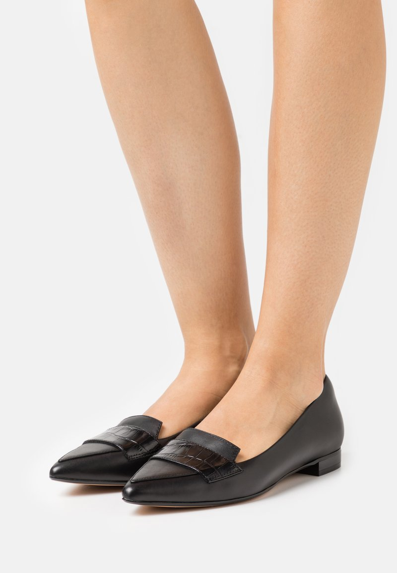 Clarks - LAINA LOAFER - Loaferit/pistokkaat - black