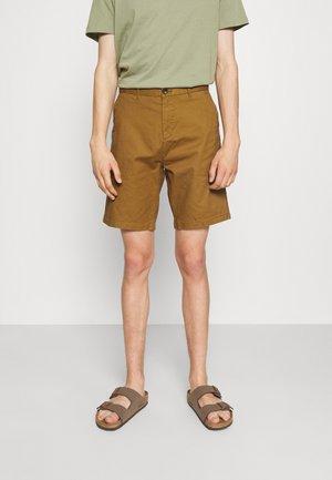 STUART CLASSIC - Shorts - nutmeg