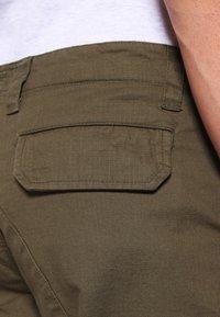 Dickies - EDWARDSPORT - Cargo trousers - dark olive - 4