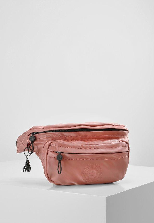YASEMINA XL - Bum bag - satin rust