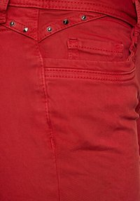 Street One - CASUAL FIT IN 3/4 - Denim shorts - rot - 4