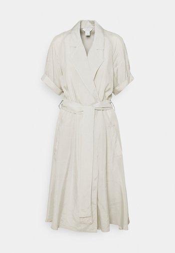 TRENCH DRESS - Vapaa-ajan mekko - silver birch