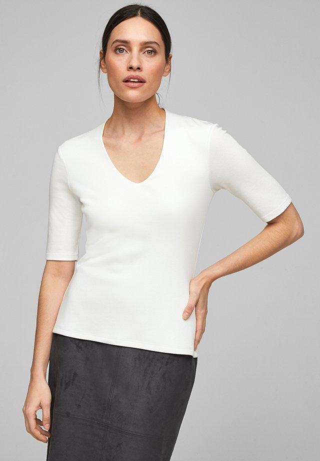 MIT V-AUSSCHNITT - T-shirt basic - soft white