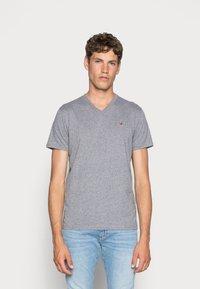 Hollister Co. - 3 PACK - T-shirt basique - black/white/grey - 1