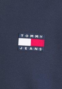 Tommy Jeans - BADGE CREW UNISEX - Collegepaita - twilight navy - 5