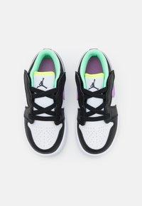 Jordan - LOW ALT UNISEX - Obuwie do koszykówki - white/violet shock/black/green glow/volt - 3