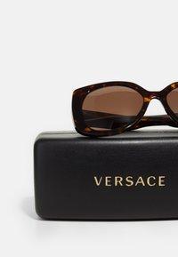 Versace - Solbriller - dark havana - 2