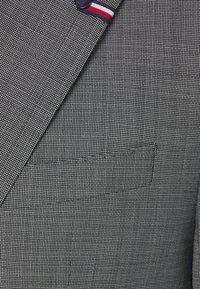 Tommy Hilfiger Tailored - FLEX LAPEL SLIM FIT SUIT - Suit - black - 4