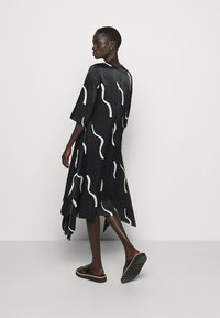 Marimekko - VUOSI LAUHA DRESS - Denní šaty - black/light beige - 2