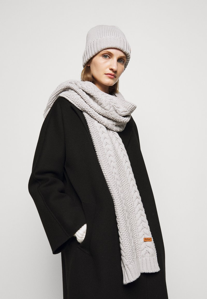 Barbour - CABLE BEANIE SCARF SET - Scarf - ice white