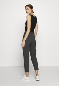 Selected Femme - SLFRIA CROPPED PANT - Trousers - dark grey melange - 2