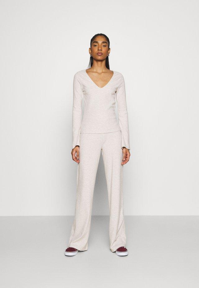 V NECK FLARE SET - Kalhoty - beige mélange