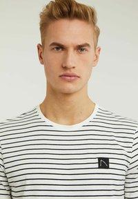 CHASIN' - SHORE - Print T-shirt - white - 3