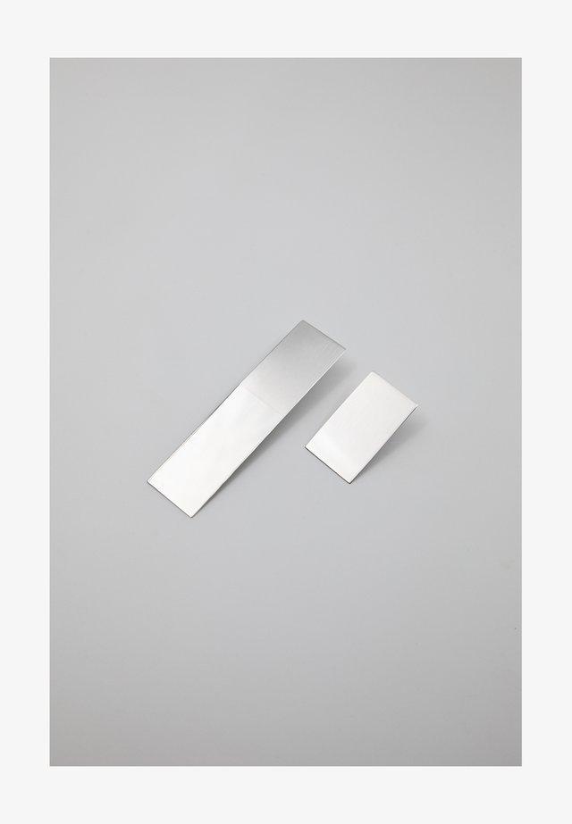 PLAQUE ASYMMETRICAL - Boucles d'oreilles - silver